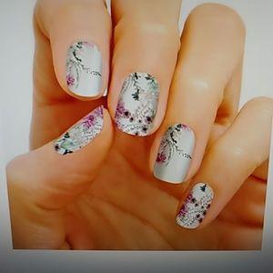 Flora Good Time nail strips